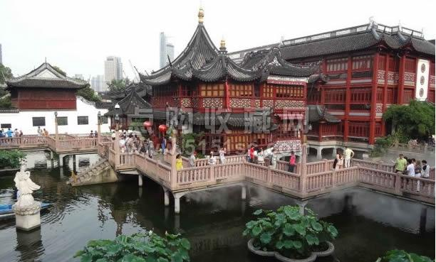 成为清代豫园中结构和外观独特的木建筑