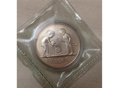 1979年國際兒童年銀幣圖案賞析